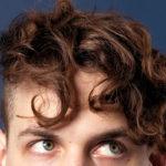 Les meilleures coiffures pour les cheveux courts et bouclés